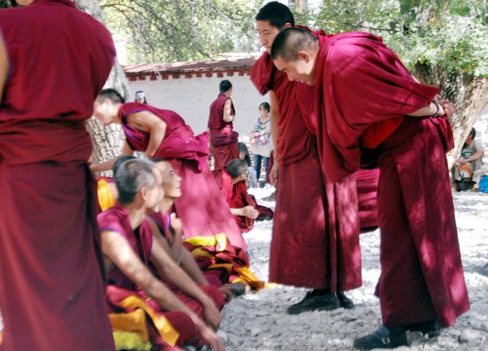 tybet_klasztor_sera_studenci