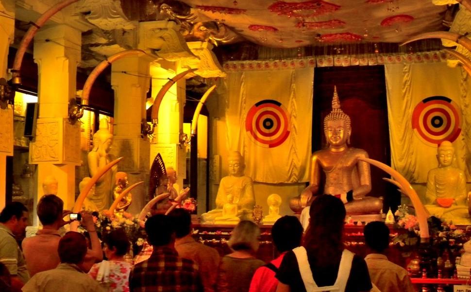 Stupa buddyjska zrelikwią zęba Buddy na Sri Lanka